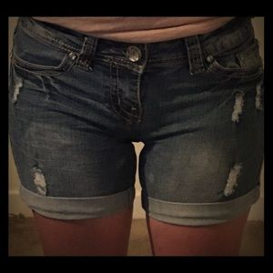 Red vivet jean ripped shorts.